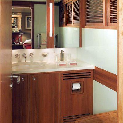 Il Cigno Yacht Bathroom