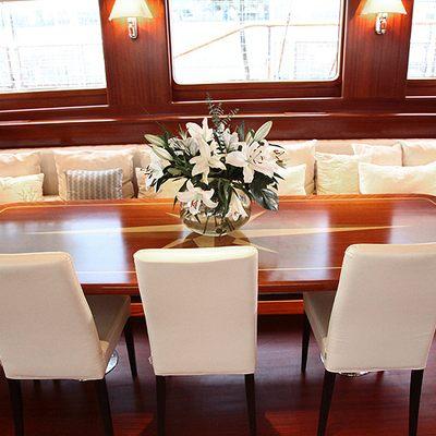 Carpe Diem IV Yacht Dining