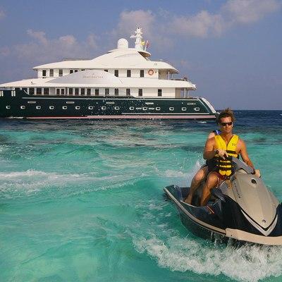 Dhaainkan'baa Yacht Yacht with Jet Ski
