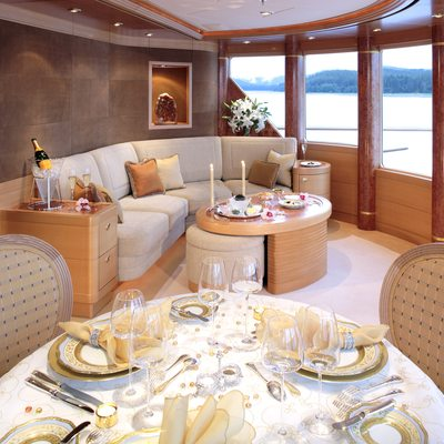 Laurel Yacht Observation Lounge - Dining