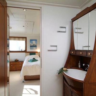 Hanse Explorer Yacht Master Ensuite