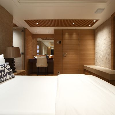Naia Yacht Guest Stateroom - Bed