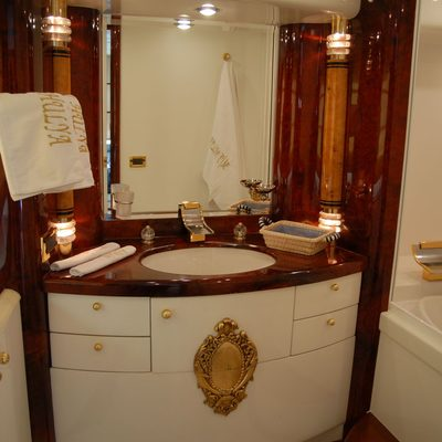 Crocus Yacht Bathroom