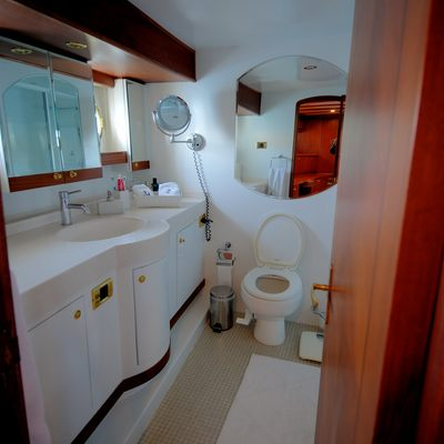 Silver Cloud Yacht Master Bathroom