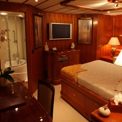 5 Fishes Yacht Stateroom - Screen