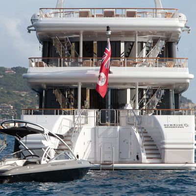 Sunrise Yacht Aft & Swim Platform