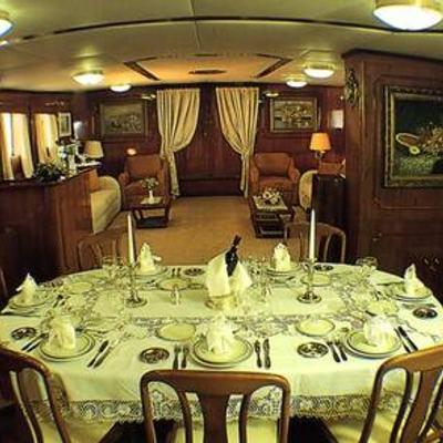 Eliki Yacht Dining Table