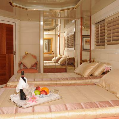 AMZ Yacht Twin Stateroom