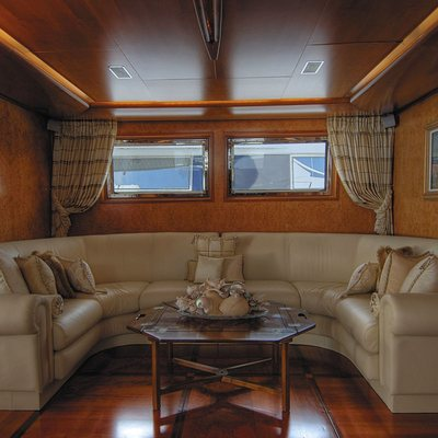 CD Two Yacht Upper Saloon