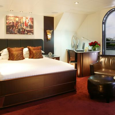 Global Yacht Master Stateroom