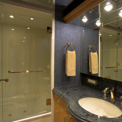 Nicole Evelyn Yacht Twin Bathroom