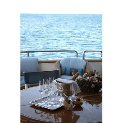 Champagne O'Clock Yacht