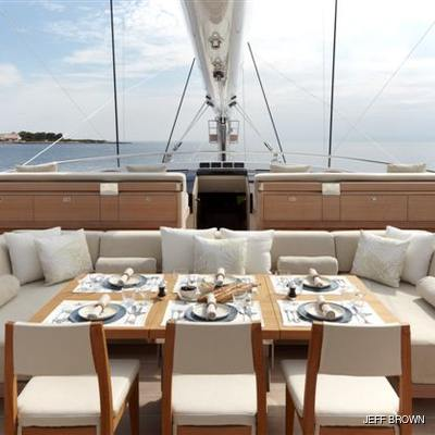 Twizzle Yacht Flybridge - Dining