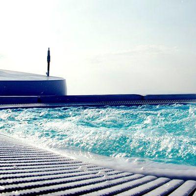 Elegant 007 Yacht Jacuzzi - Close