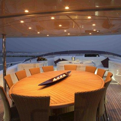 Hooligan II Yacht Exterior Dining
