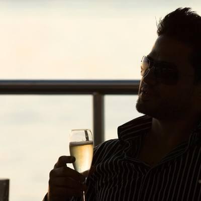 Elegant 007 Yacht Evening Drinks