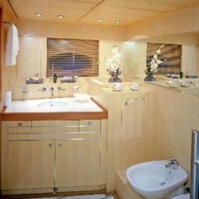 Mumu Yacht Bath & Bidet