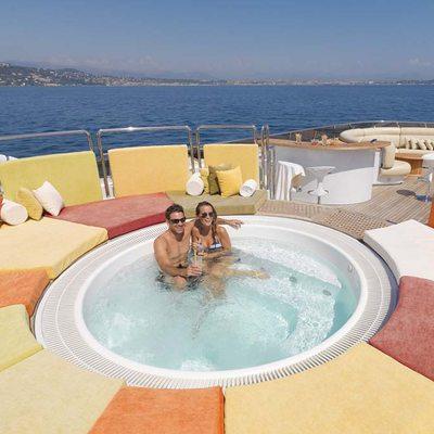 Daloli Yacht Jacuzzi - Lifestyle