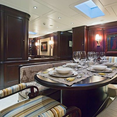 Gweilo Yacht Dining Area - Table Set
