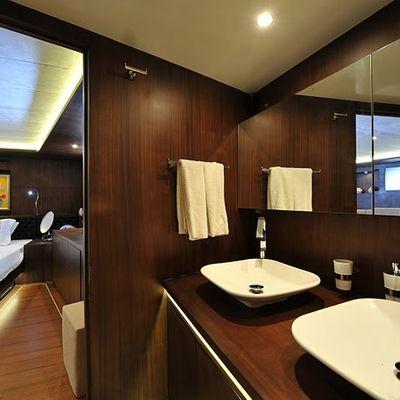 Casa Dell Arte II Yacht Master Bathroom
