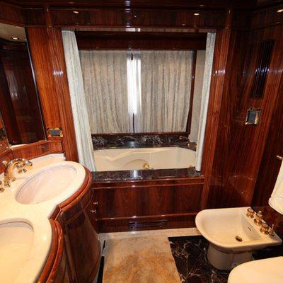 Jaan Yacht WC