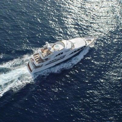 Aura Yacht Running
