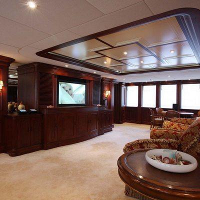 Nomad Yacht Main Salon - Screen