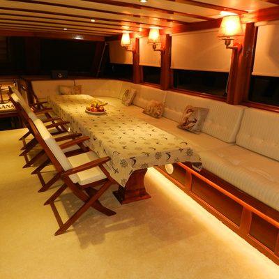 Akana Yacht