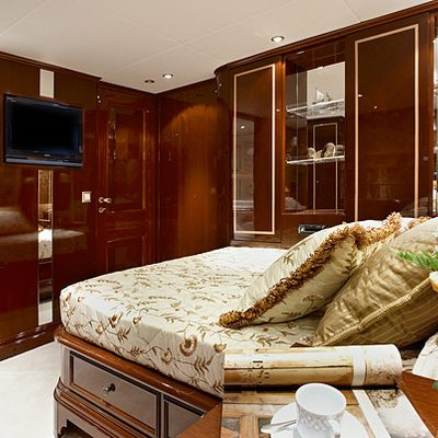 Iraklis L Yacht Stateroom - Bed