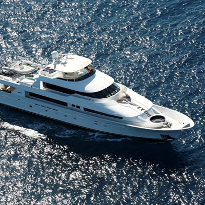 Endless Summer Yacht Running Shot