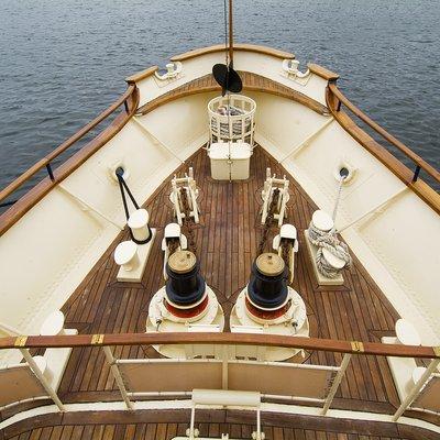 Seagull II Yacht Deck Front of Bridge