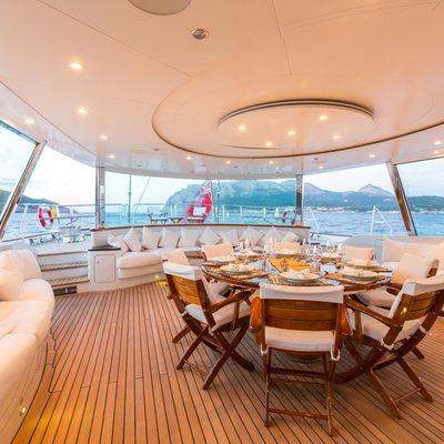 Q Yacht