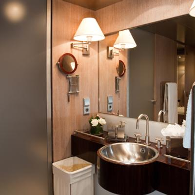 Mariu Yacht Master shower