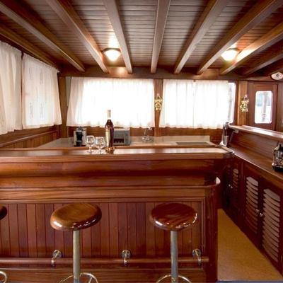 Matina Yacht Bar