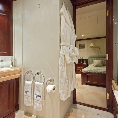 Legend Yacht Twin Bathroom