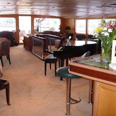 Le Montrachet Yacht Salon to Aft