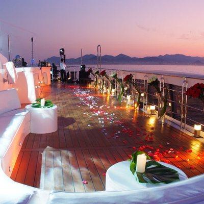 Elegant 007 Yacht Party Set Up