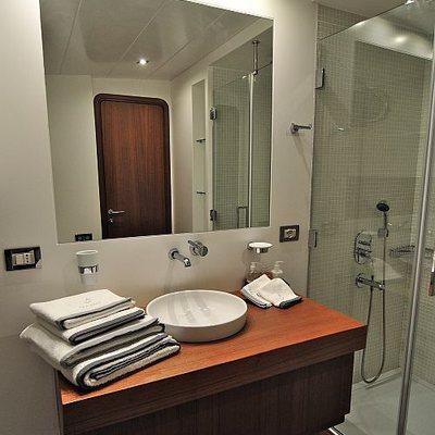 Ubi Bene Yacht Shower Room - Detail