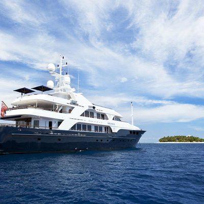 Bellami.Com Yacht Rear View