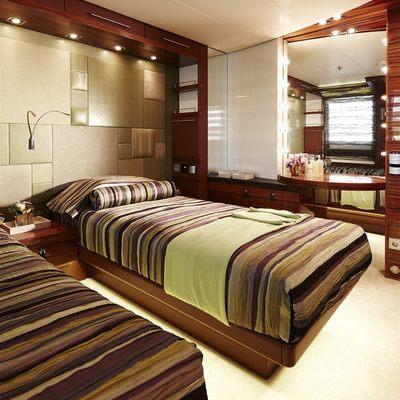 E & E Yacht Twin Stateroom