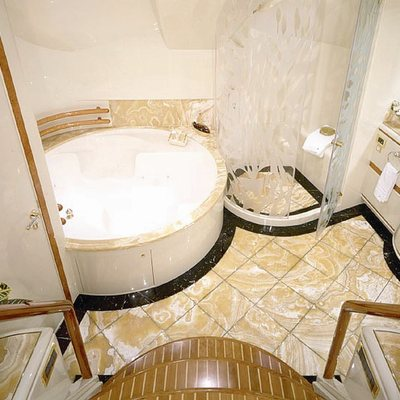 Wheels I Yacht Master Bath