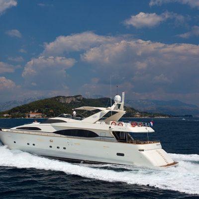 Happy Spirit Yacht In speed drive
