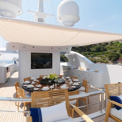 Meamina Yacht Deck Dining