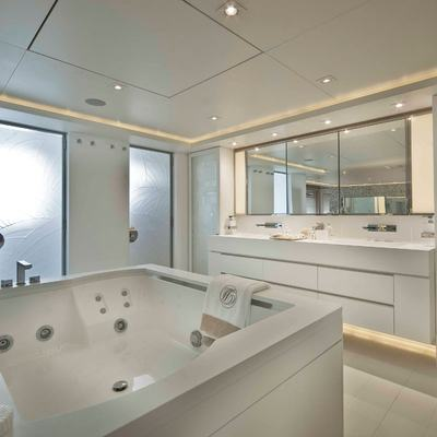 Light Holic Yacht Master Bath