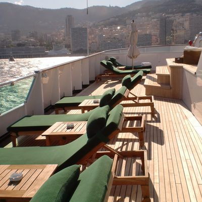 Esmeralda Yacht Jacuzzi - Sun Loungers
