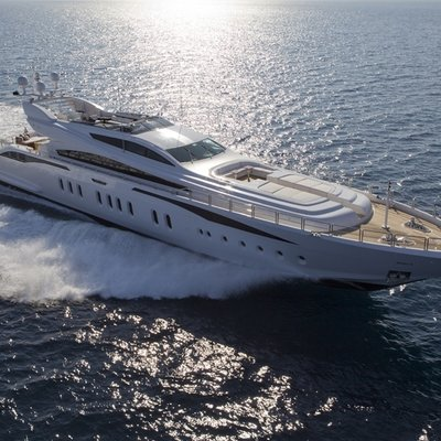 Lisa IV Yacht Running Shot