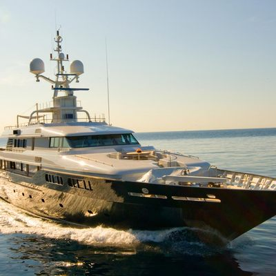Mariu Yacht Running Shot - Sunset