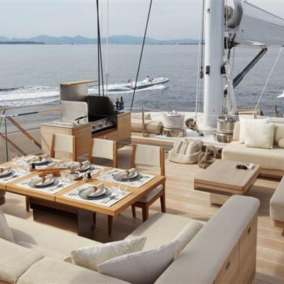 Twizzle Yacht Flybridge - BBQ