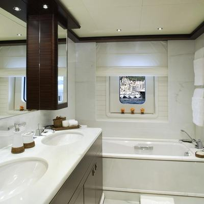 Baton Rouge Yacht Guest Bathroom