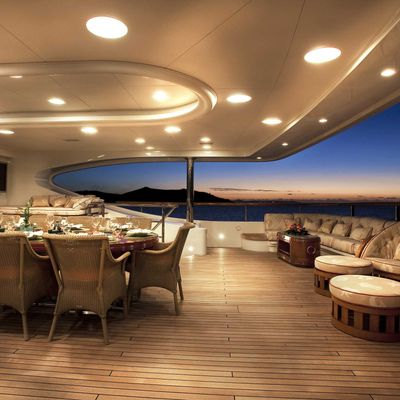 Jaguar Yacht Exterior Dining & Seating